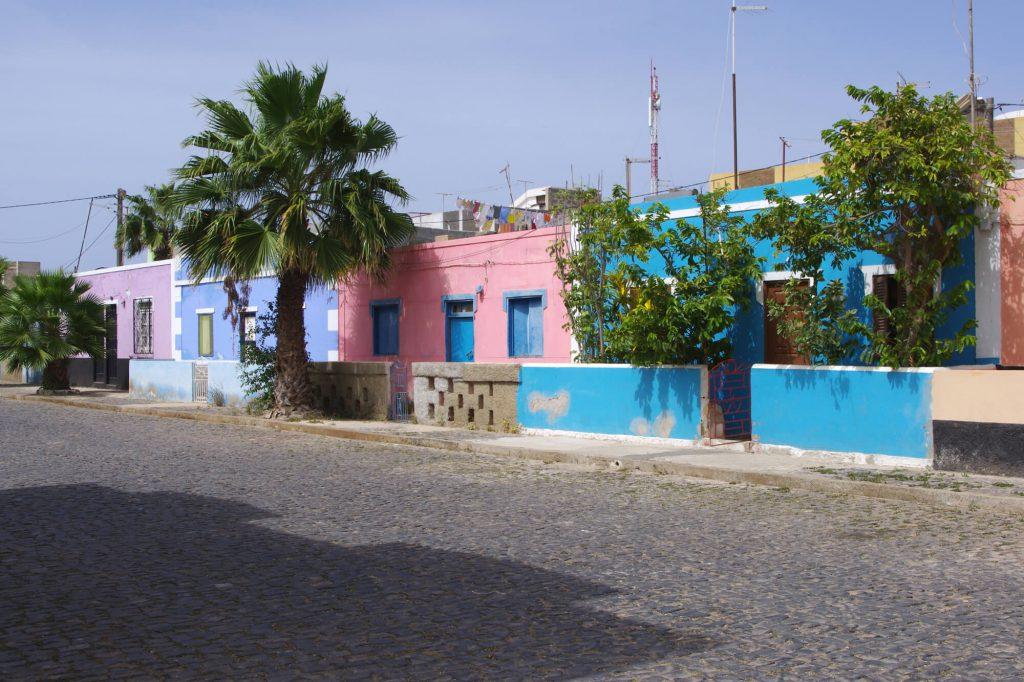 Kapverden: Häuser im Ort Palmeira auf der Insel Sal