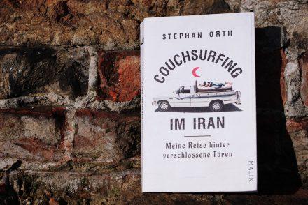 """Buchcover """"Couchsurfing im Iran"""""""