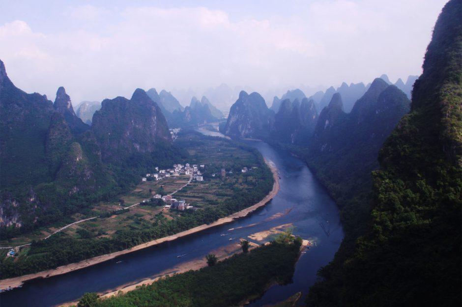 Reise nach China - Blick auf einen Fluss und die Kartstberge - Yangshuo