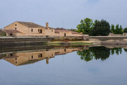 Extremadura, Spanien: Alte Wollwäscherei, die das Museo Vostell beherbergt