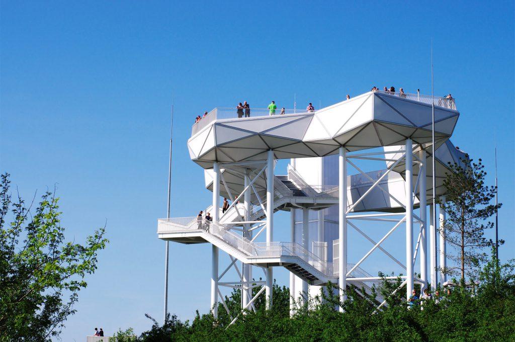 Gärten der Welt Berlin Aussichtsturm Wolkenhain auf dem Kienberg