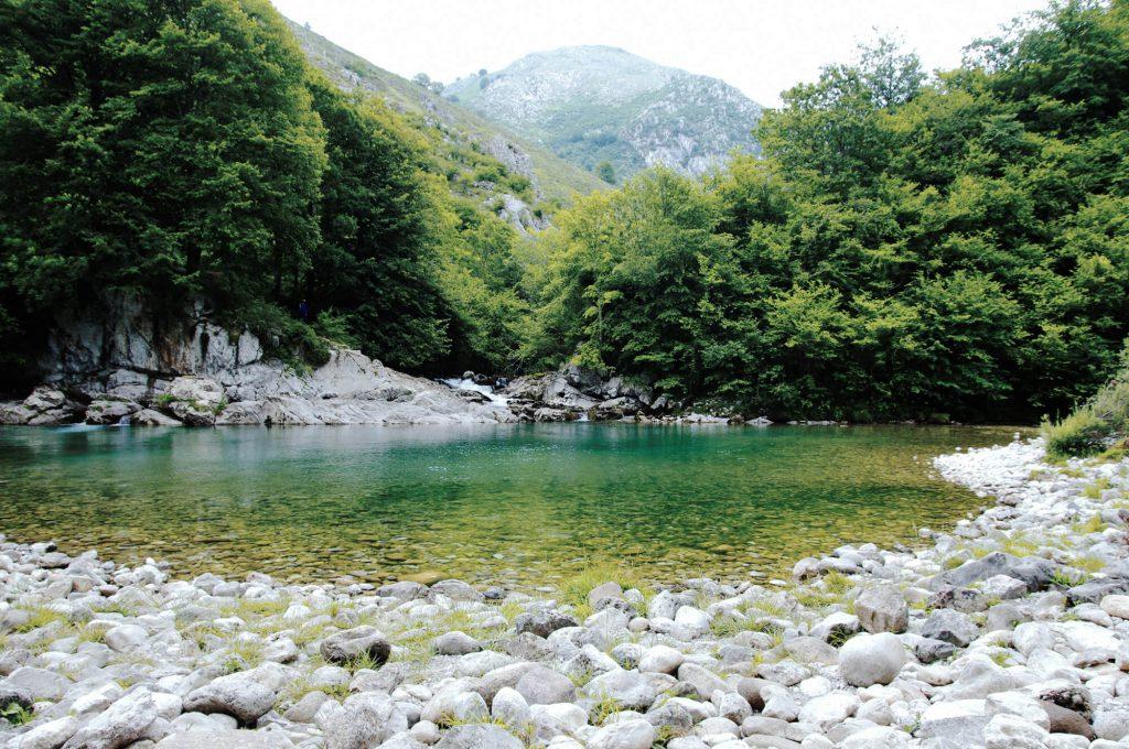 Tipps für Urlaub in Asturien: Wanderung entlang des Río Dobra